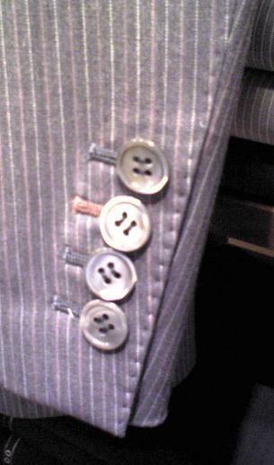 人気の蝶貝ボタン!華やかです